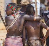 Femmes de Hamar au marché de village Turmi Abaissez la vallée d'Omo l'ethiopie Image libre de droits