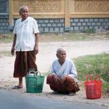 Femmes de Khmer avec la robe traditionnelle au Vietnam du sud Images libres de droits