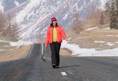 femmes de marche de voie jeunes Photographie stock libre de droits