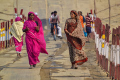Femmes de regard fortes, chez le Kumbh Mela Festival, Allahabad, Inde 2013 Image stock