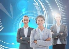 Femmes de service de soin de client avec le fond bleu de technologie Photographie stock libre de droits