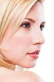 Femmes de sourire blondes attirantes sur le fond blanc Photographie stock