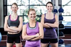 Femmes de sourire posant ensemble Photos libres de droits