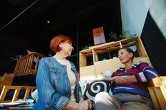 Femmes en café Photographie stock libre de droits