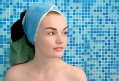 Femmes en essuie-main sur la tête Images libres de droits
