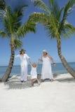 Femmes et enfant à la plage Photographie stock