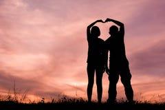 Femmes et homme de silhouette Image stock
