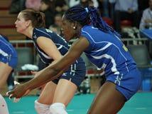 femmes européens de volleyball de cuvette de cev Images stock