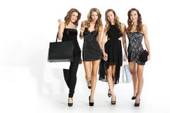 Femmes faisant des emplettes dans une boutique Photo libre de droits