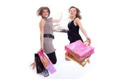 Femmes faisant des emplettes et branchant dans le blanc Photographie stock libre de droits
