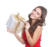 Femmes gais avec un présent Photo stock