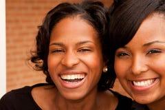 Femmes heureuses d'Afro-américain riant et souriant Photo libre de droits