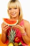 Femmes heureux avec des fruits images stock