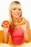 Femmes heureux avec des fruits Photographie stock