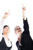 Femmes heureux d'affaires se dirigeant vers le haut Images stock