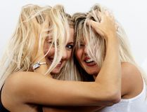 femmes heureux de la verticale deux jeunes Image libre de droits