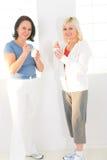 Femmes mangeant du yaourt photos libres de droits