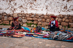 Femmes péruviennes au marché, Chinchero, Cusco, Pérou photos libres de droits
