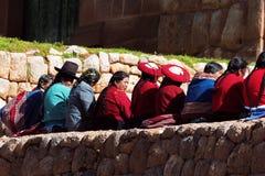 Femmes péruviennes dans Chinchero au Pérou Images libres de droits