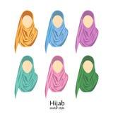 Femmes portant le hijab Icônes d'avatar dans le style plat illustration de vecteur
