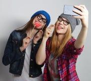 Femmes prenant le selfie Photographie stock