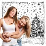 Femmes recherchant des cadeaux de Noël Photographie stock libre de droits