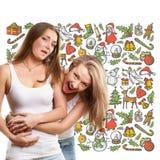 Femmes recherchant des cadeaux de Noël Image libre de droits