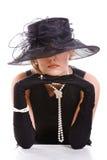 Femmes regardant du chapeau Photo stock