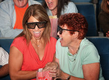 Femmes riants dans le théâtre Photo libre de droits