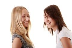 femmes riants heureux d'amis jeunes Images libres de droits