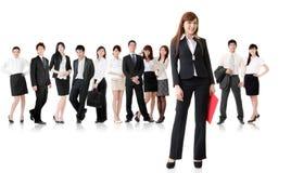 Femme d'affaires avec son équipe Image libre de droits