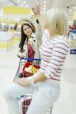 Femmes satisfaites après l'achat Photographie stock libre de droits