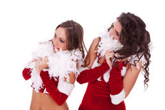 Femmes sexy de Santa regardant à leur côté Image stock