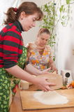 Femmes sur la cuisine. Photographie stock