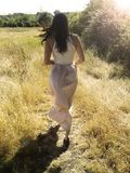 Femmes sur le champ en soleil Photo libre de droits