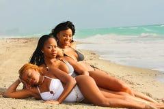 Femmes sur le sable Photographie stock