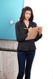 Femmes sur travailler dans le bureau Image stock