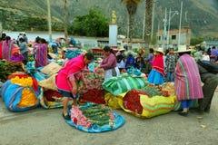 Femmes vendant la fleur dans Caraz, Pérou Photos libres de droits
