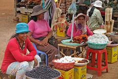 Femmes vendant la nourriture chez Skun Photo libre de droits