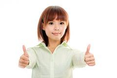 Femmina asiatica in camicia verde con i pollici su Immagini Stock Libere da Diritti