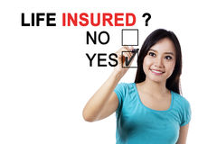 Femmina asiatica con una questione di Assicurati di vita Immagini Stock