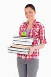 Femmina attraente che tiene una mela Fotografia Stock Libera da Diritti