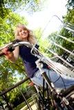 Femmina attraente con la bici Immagine Stock