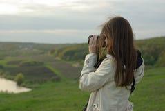 Femmina che fa una foto Fotografia Stock
