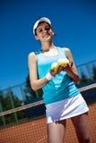 femmina che gioca tennis Fotografia Stock Libera da Diritti
