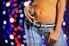 Femmina con il microfono Fotografia Stock