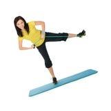 Femmina con l'estensore nell'allungamento dell'esercizio di forma fisica Immagine Stock Libera da Diritti