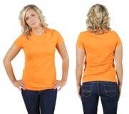 Femmina con la camicia arancione in bianco Fotografia Stock Libera da Diritti