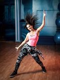 Femmina di allenamento di ballo di Zumba Immagine Stock