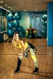 Femmina di allenamento di ballo di Zumba Immagini Stock